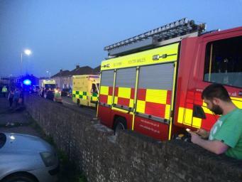 В наезде на пешеходов в Уэльсе пострадали одиннадцать подростков