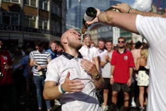 Британцы жалуются на тяжелое похмелье после празднования футбольного триумфа