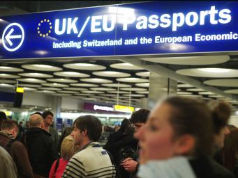 Европейских мигрантов вытеснят с британского рынка труда поборами с работодателей фото:independent