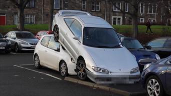 Жители Керколди стали очевидцами вопиющего случая неправильной парковки  фото:thesun.co.uk