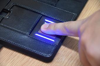 Лондонская полиция получила портативные сканеры отпечатков пальцев