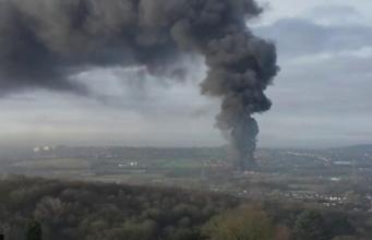 Крупный пожар произошел на заводе в Сток-он-Трент фото:bbc