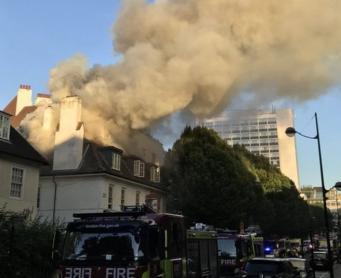 В центре Лондона сгорел двухэтажный бар