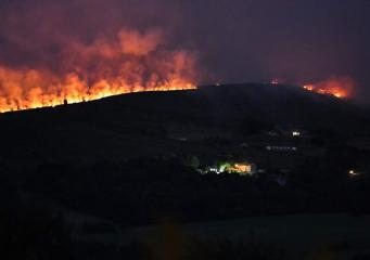 В районе Большого Манчестера объявлена эвакуация из-за низового пожара