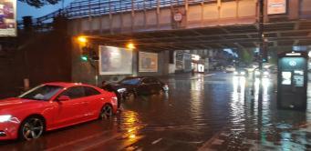 Улицы Лондона ушли под воду после ливня