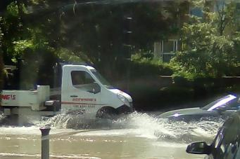 Коммунальная авария спровоцировала потоп на юге Лондона фото:standard.co.uk