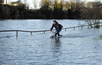 Угроза наводнения объявлена по ряду районов Великобритании