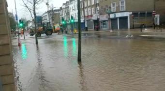 Жители лондонского района Шепердс Буш проснулись посреди потопа