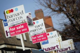 """Лондонских риелторов накажут за таблички """"For Sale"""" на проданных домах фото:standard.co.uk"""