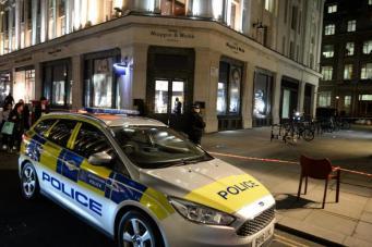Банда на мопедах атаковала ювелирный магазин на Риджент-стрит фото:standard.co.uk