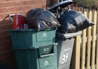 В Англии и Уэльсе будет сокращена программа централизованного вывоза мусора