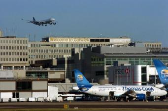 Пассажиры улетели из Лондона без багажа из-за технических проблем в Гатвике фото:standard.co.uk