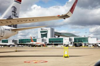 Британец получил реальный срок за неудачную попытку задержать самолет в порту