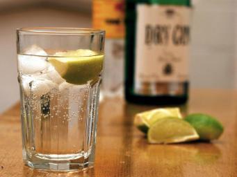 Комитет национальной статистики включил джин в потребительскую корзину британцев фото:independent