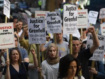 Погорельцев из Grenfell Tower принудительно выселили из центра временного проживания фото:standard.co.uk