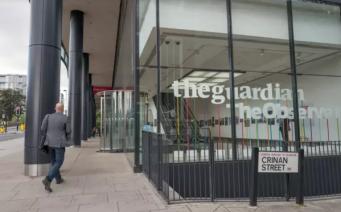 Респектабельная газета The Guardian удешевляет формат