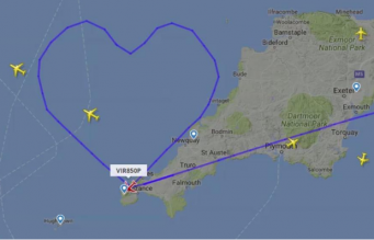 Пилот Virgin Atlantic поздравил мир с Днем Святого Валентина