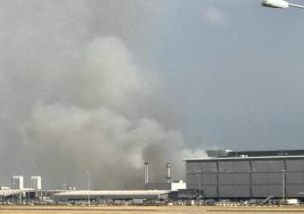 В Хитроу снова горит трава – пожарные назвали основной источник возгораний