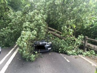 Ночной шторм пронесся через север Великобритании на скорости до ста миль в час
