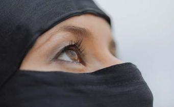 Служащим полиции в Шотландии разрешат носить хиджаб фото:ndtv.com