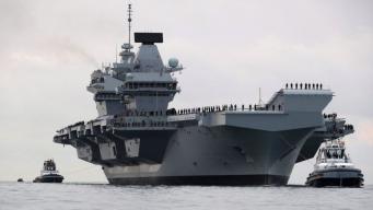 Главный авианосец британского флота вошел в гавань Портсмута