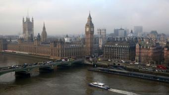 Вестминстерскому дворцу угрожает участь Нотр-Дама
