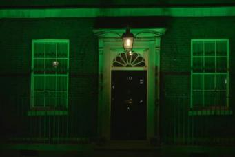 Лондон окрасился в зеленый цвет в память о погибших на пожаре