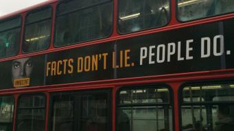 На лондонских даблдекерах появились плакаты с заявлением о невиновности Майкла Джексона