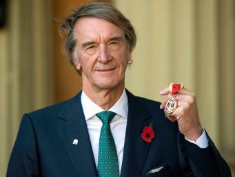 Богатейший гражданин Великобритании выводит активы из страны