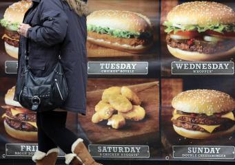 Мэрия Лондона запретит рекламу фастфуда в общественном транспорте