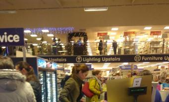 Герцогиня Кейт замечена в магазине-дискаунтере накануне Рождества