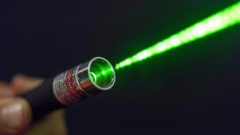 В Великобритании ужесточат наказание за хулиганское использование лазерных указок фото:thetimes.co.uk