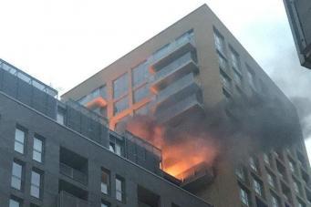 В годовщину пожара в Grenfell Tower загорелась высотка в Льюишэме