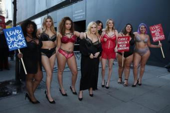 Манекенщицы plus-size провели акцию протеста в Лондоне
