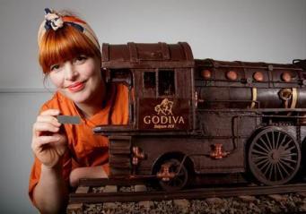Экранизацию романа Агаты Кристи отметили созданием шоколадной копии поезда