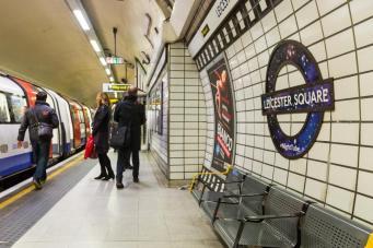 Машинисты лондонского ночного метро проголосовали за забастовку фото:standard.co.uk