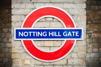 Поезд метро затянул женщину в туннель на станции Notting Hill Gate