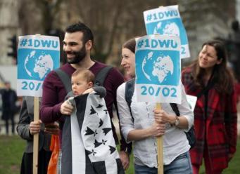 У здания Парламента в понедельник прошли два протестных митинга  фото:standard.co.uk