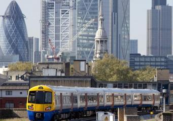 Вокзал New Cross закрылся в час-пик из-за трагического инцидента на путях