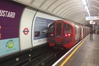 Интервал между поездами на линии метро Victoria сократится с мая 2017 года фото:standard.co.uk