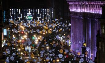 Рождественский сезон официально открыт на главной торговой улице Лондона
