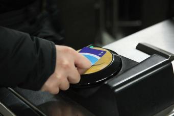 Пассажирам лондонского транспорта станет доступен новый способ пополнения Oyster фото:standard.co.uk