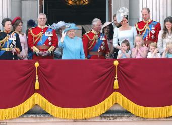 День рождения монарха отметили традиционным парадом у Букингемского дворца