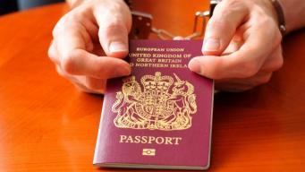 Великобритания лишила паспортов сто пятьдесят исламистов фото:thetimes