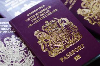 Великобритания может потерять право печатать британские паспорта после Брекзита
