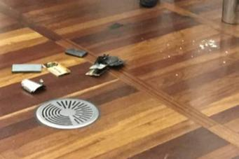 Взорвавшийся смартфон спровоцировал панику на вокзале Сент-Панкрас