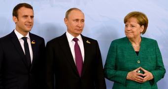 """Макрону и Меркель предложили схему по созданию """"нефтеевро"""""""