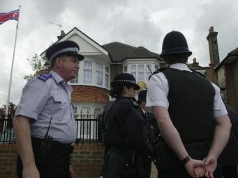 Полиция провела контролируемый взрыв у посольства Северной Кореи в Лондоне фото:independent