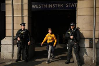 Скотланд-Ярд провел учения для офицеров по пресечению теракта в метрополитене фото:standard.co.uk