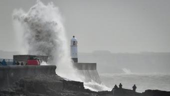 Шторм Hannah приближается к юго-западному побережью Великобритании